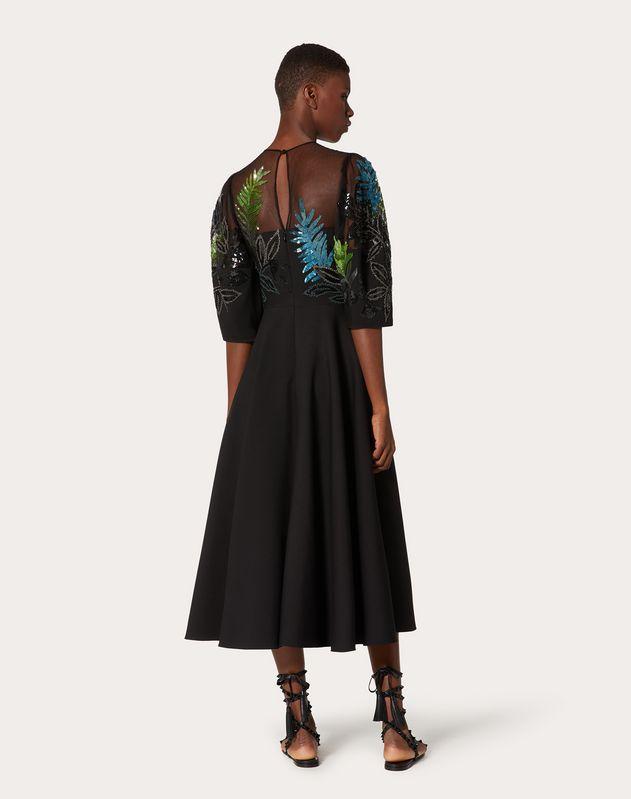 Платье из ткани Crepe Couture с вышивкой