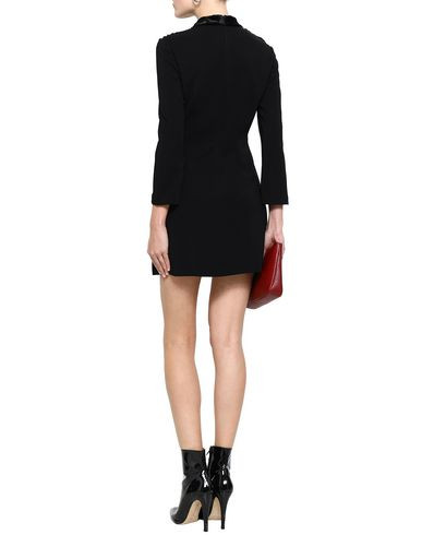 Фото 2 - Женское короткое платье A.L.C. черного цвета