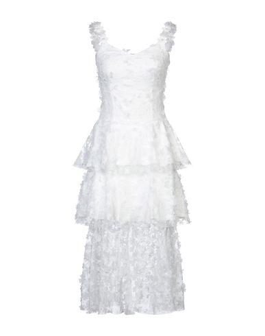 Фото - Платье длиной 3/4 от SWEET SECRETS белого цвета
