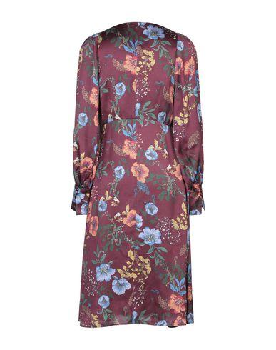 Фото 2 - Платье до колена розовато-лилового цвета