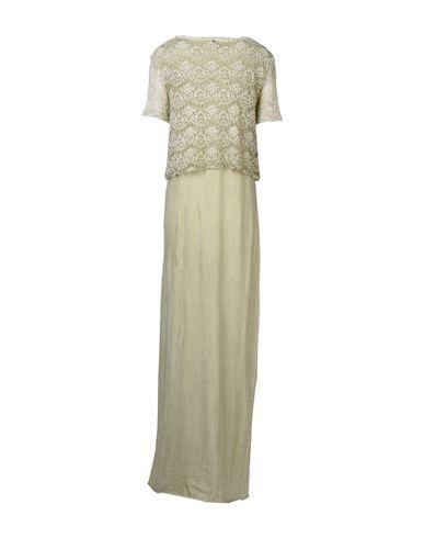 Фото 2 - Женское длинное платье  бежевого цвета