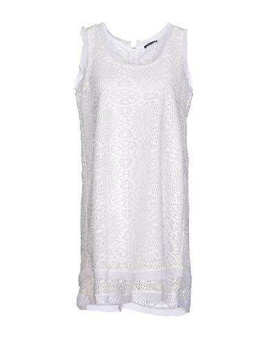 Фото - Женское короткое платье HANITA белого цвета