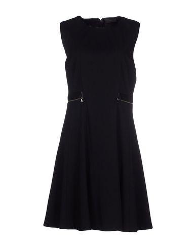 Короткое платье размер 46 цвет черный