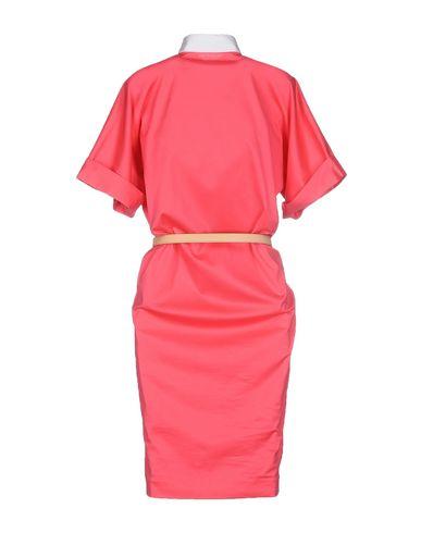 Фото 2 - Платье до колена цвета фуксия