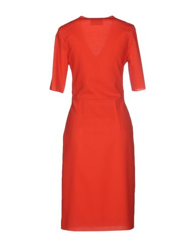 Фото 2 - Платье до колена от TIZIANA PAVONCELLI кораллового цвета
