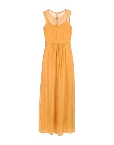 Фото 2 - Женское длинное платье  цвет охра