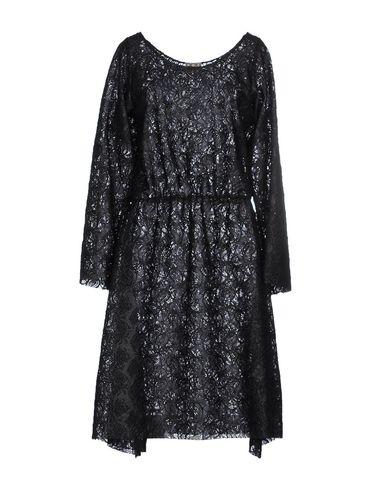 Платье до колена от DOUUOD