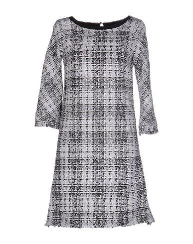 Фото - Женское короткое платье LES BLANC светло-серого цвета
