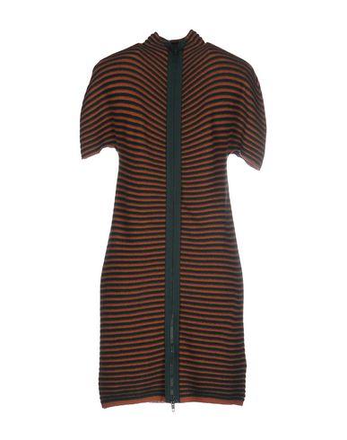Фото 2 - Женское короткое платье VANISÉ коричневого цвета
