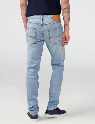 ARMANI EXCHANGE Slim-Fit Light-Wash Jean Man retro