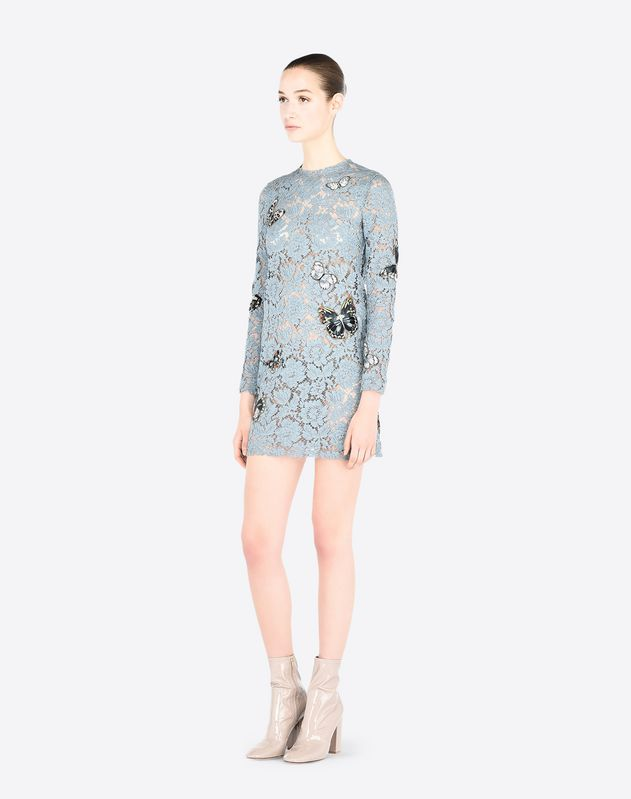 Dress in embroidered heavy lace