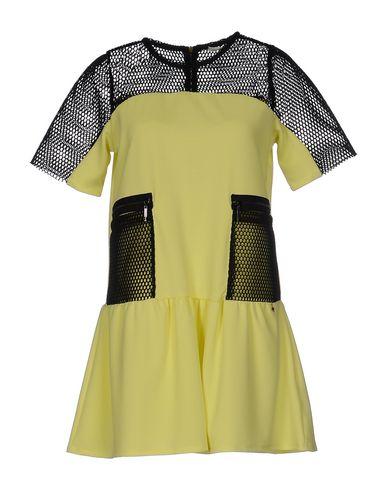 Короткое платье RELISH 34691724IE