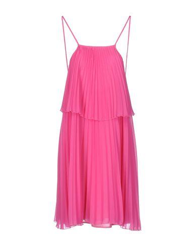 Фото - Женское короткое платье  цвета фуксия