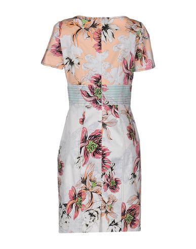 Фото 2 - Женское короткое платье  лососево-розового цвета