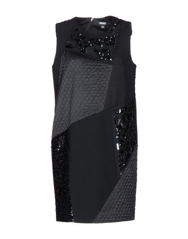 Короткое платье DKNY 34707612UE