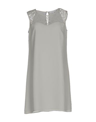 Фото - Женское короткое платье  светло-серого цвета