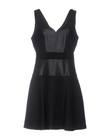 Короткое платье DKNY 34745104VX