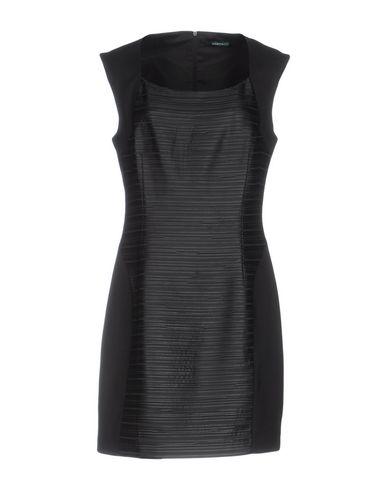 Короткое платье GUESS BY MARCIANO 34745155EV