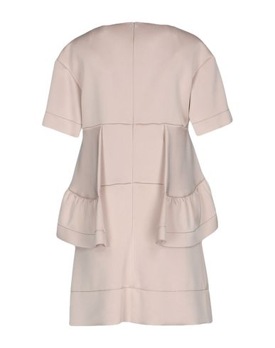 Фото 2 - Женское короткое платье  светло-розового цвета