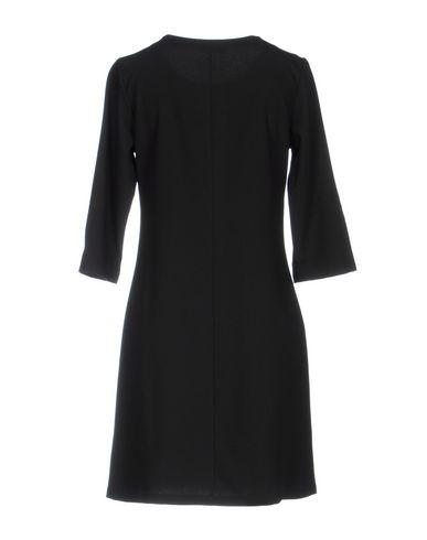 Фото 2 - Женское короткое платье PIERRE MANTOUX черного цвета