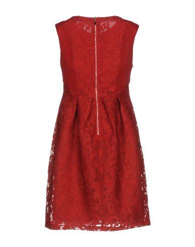 Фото 2 - Женское короткое платье TENQS красного цвета