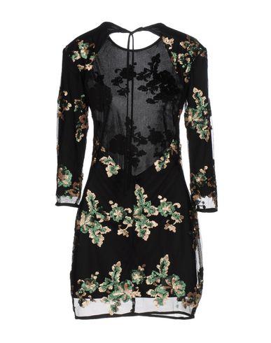 Фото 2 - Женское короткое платье WYLDR черного цвета