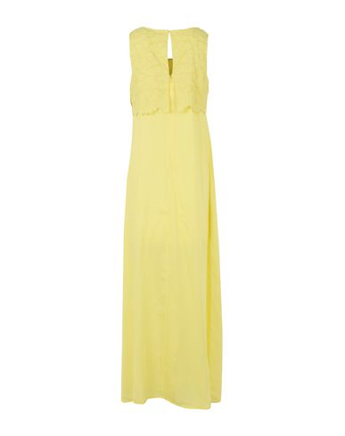 Фото 2 - Женское длинное платье LUCKYLU  Milano желтого цвета