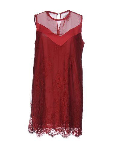 Фото - Женское короткое платье JOVONNA красного цвета