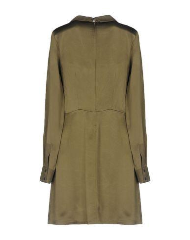 Фото 2 - Женское короткое платье SONIA DE NISCO цвет зеленый-милитари