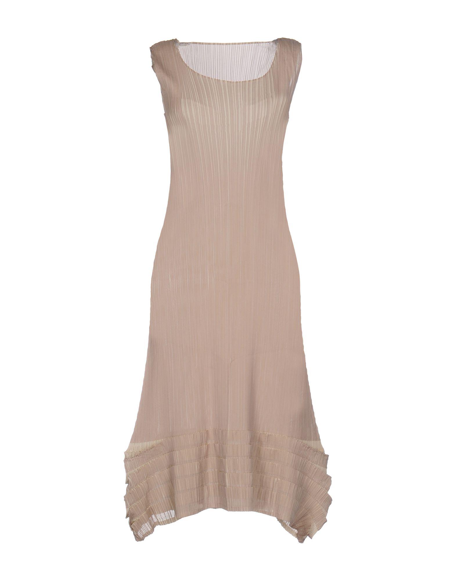 где купить  ISSEY MIYAKE Платье до колена  по лучшей цене