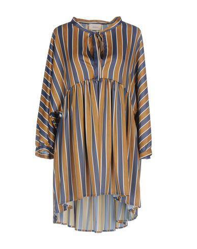 Фото - Женское короткое платье  цвета хаки