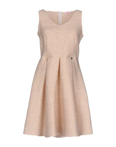 Фото - Женское короткое платье  бежевого цвета