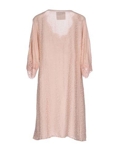 Фото 2 - Женское короткое платье PINK MEMORIES розового цвета