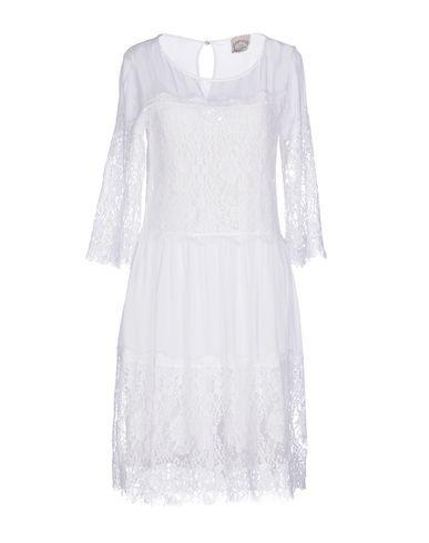 Фото - Платье до колена от PINK MEMORIES белого цвета