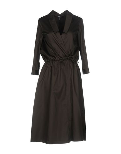 Фото - Платье до колена темно-коричневого цвета