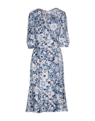 Фото - Платье до колена небесно-голубого цвета