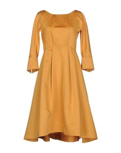 Фото - Платье до колена цвет охра