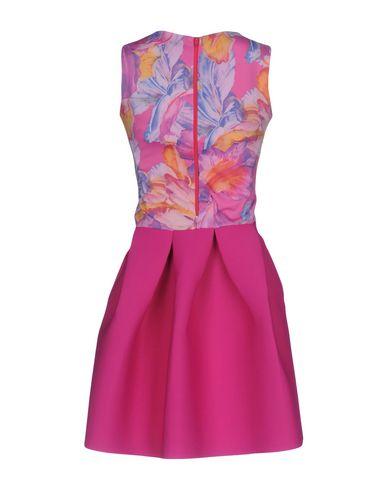 Фото 2 - Женское короткое платье  цвета фуксия