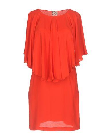 Фото - Женское короткое платье DOUUOD красного цвета