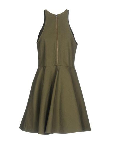 Фото 2 - Женское короткое платье DEPARTMENT 5 цвет зеленый-милитари