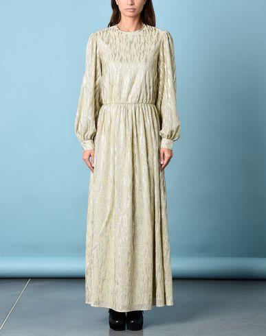 Фото 2 - Женское длинное платье  золотистого цвета