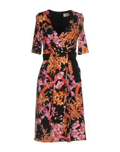 Фото - Платье до колена от VDP COLLECTION черного цвета
