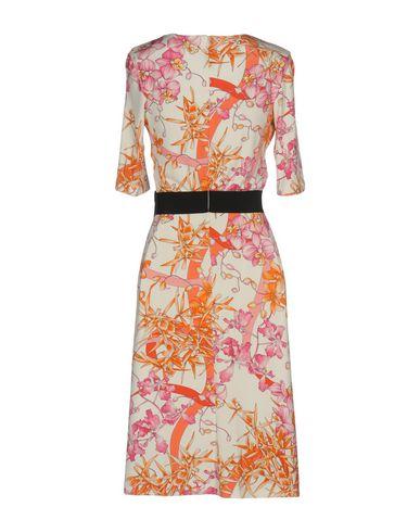 Фото 2 - Платье до колена от VDP COLLECTION белого цвета
