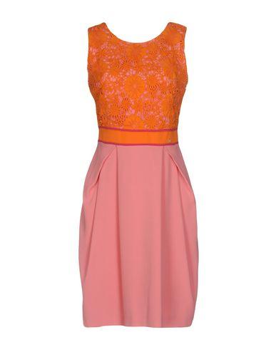 Фото - Платье до колена от VDP COLLECTION оранжевого цвета