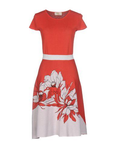 Фото - Женское короткое платье VDP COLLECTION ржаво-коричневого цвета