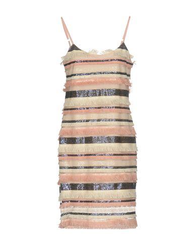 Фото - Платье до колена розового цвета