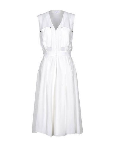 Фото - Платье длиной 3/4 белого цвета