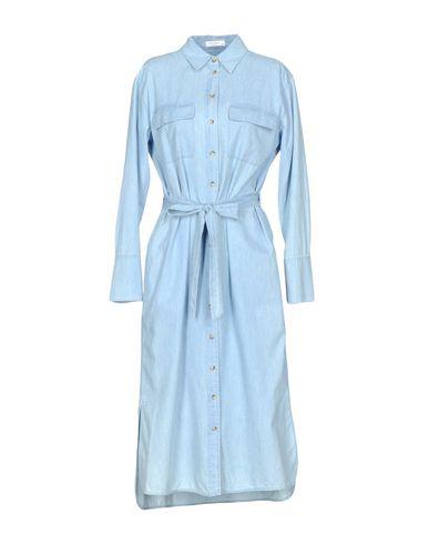 Фото - Платье длиной 3/4 небесно-голубого цвета