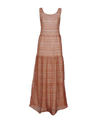 Фото - Женское длинное платье  ржаво-коричневого цвета