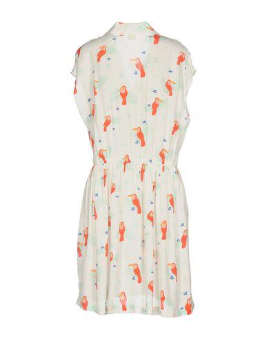 Фото 2 - Женское короткое платье DES PETITS HAUTS белого цвета